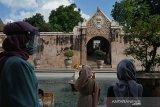 Kasus COVID-19 di Indonesia bertambah 1.671
