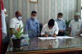 Pemkab Pasaman Barat tandatangani penyerahan dana hibah ke KPU-Bawaslu untuk pilkada 2020