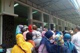 Ingin kepastian anaknya diterima di SMP Negeri, puluhan wali murid kembali datangi kantor Disdik Padang