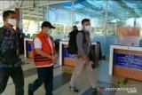 Tangan diborgol, Amril Mukminin tiba di Pekanbaru