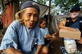ACT Purwokerto salurkan bantuan kepada keluarga miskin penghuni gubuk di Banyumas