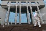 Kantor disemprot desinfektan setelah Sekjen Komisi Yudisial positif COVID-19