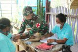 TNI bersama Puskesmas Sota layani kesehatan lansia di perbatasan RI-PNG