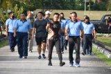 Danrem 173/PVB olahraga bersama dengan Pangkosek Hanudnas IV Biak