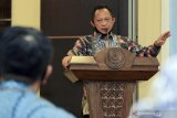 Mendagri Tito Karnavian ajak kepala daerah buat gerakan bagikan masker secara masif