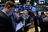 Saham-saham Wall Street dibuka menguat tipis, Dow Jones berjuang tahan kenaikan