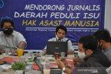 Kontras Sumut menggandeng Kantor Berita ANTARA Sumut latih  jurnalis di Sumut, Dengan menerapkan protokol kesehatan hadir belasan jurnalis dari beberapa Media yang ada di Sumut.