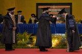 Mendes PDTT menerima gelar doktor honoris causa dari UNY