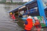 Polisi dapati sopir mabuk dan sengaja ceburkan bus ke danau