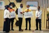Kejujuran Mujenih dan Egi temukan uang Rp500 juta di gerbong KRL diganjar penghargaan