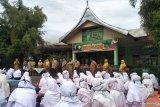 Siswa di Pariaman belajar di sekolah dengan protokol kesehatan