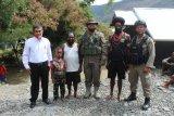 Personel Brimob sambangi tokoh agama dan adat di Puncak Jaya