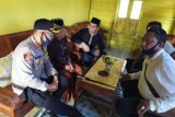 Kapolres Sumbawa melayat ke rumah pelaku pembunuh perwira polisi