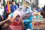 Wagub NTB minta pedagang dan pengunjung pasar disiplin gunakan masker