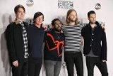 Terjerat KDRT, Mickey Madden memutuskan cuti dari Maroon 5