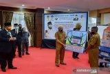 Dikbud Sulawesi Tenggara serahkan ribuan masker untuk siswa dua kabupaten