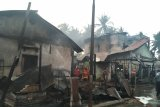 Enam unit rumah dan gudang minyak tanah terbakar