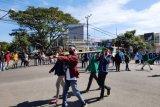 Tolak pembangunan ritel, ratusan mahasiswa dan pemuda di Lotim demo Bupati dengan bawa keranda mayat