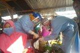 Cegah COVID-19, 30 pedagang Pasar Renteng Lombok Tengah jalani Rapid Test
