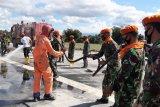 Paskhas TNI AU bantu bersihkan bandara Andi Djemma Masamba Luwu Utara