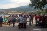 Pemkab Banggai tertibkan lapak di tepi jalan pantai Pasar Simpong