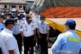 Pemasangan perisai kolong belakang truk untuk turunkan angka fatalitas