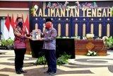 Mendagri Tito Karnavian berikan Anjungan Dukcapil Mandiri kepada Kalteng