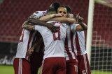 Olympiakos menjuara Liga Yunani, suporter pesta abaikan aturan pandemi