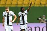Parma taklukkan Genoa 2-1