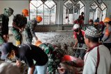 Satgas Paskhas TNI AU bersihkan Masjid Agung Asyuhada Masamba
