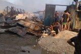Ratusan kios pedagang Pasar Youtefa Abepura ludes terbakar