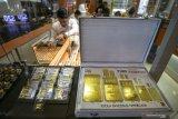 Harga emas melonjak