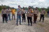 Pemilik tanah pasang portal jalan menuju PT BSS Agam