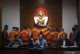 Terkait kasus suap, KPK tahan 11 mantan anggota DPRD Sumut