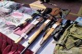 Miliki senjata api ilegal, seorang pengusaha bengkel di Bandung ditangkap