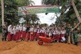 Anak-anak di Tanjungpinang ingin belajar di sekolah