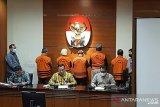 KPK tahan lima tersangka kasus korupsi proyek fiktif