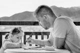 Tips hindari stres saat mengajari anak di rumah