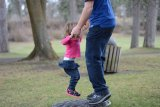 Tips untuk orangtua yang kehabisan  ide permainan bersama anak di rumah