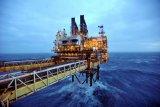 Minyak melonjak setelah OPEC+ tahan pemotongan