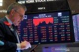 Wall Street jatuh karena kepercayaan konsumen melemah dan laba mengecewakan