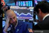 Wall Street naik,  pertama kalinya Nasdaq ditutup di atas 11.000