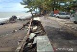 Hancur diterjang ombak, Pemkot rencanakan perbaikan prasarana pedestrian di Pantai Padang
