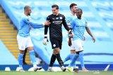 Ederson Moraes rebut Sarung Tangan Emas Liga Premier