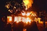 Delapan rumah dan satu bangunan sarang burung walet di Kapuas habis terbakar