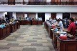 Komisi V DPRD Sumbar gelar rapat dengan KONI dan Pengurus Cabor bahas penundaan Porprov 2020