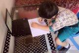 Orang tua nilai  belajar daring  bebani anak