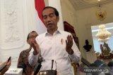 Disinformasi - Pria berbaju militer dengan logo palu-arit disebut ayah Jokowi