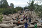 Bupati Luwu Utara laporkan kerusakan lahan akibat banjir kepada Mentan