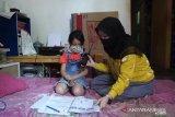 Polres Cianjur pinjamkan HT untuk proses belajar mengajar siswa dirumah